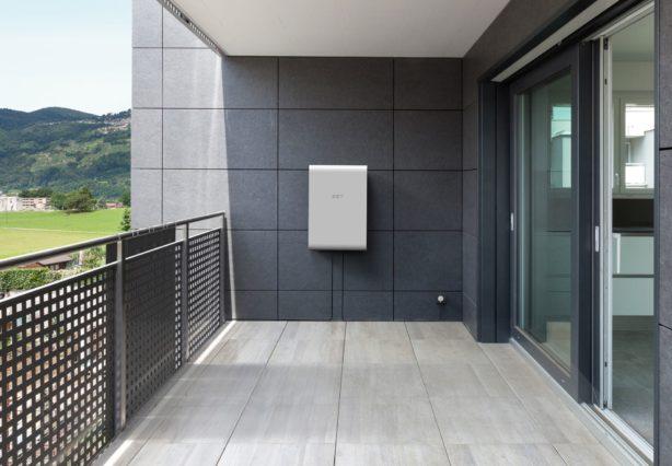 Das Photovoltaik- und Speichersystem SolMate auf dem Balkon