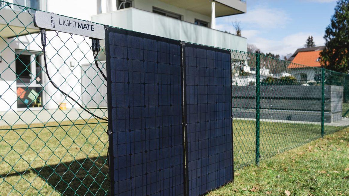 Photovoltaikmodule am Gartenzaun